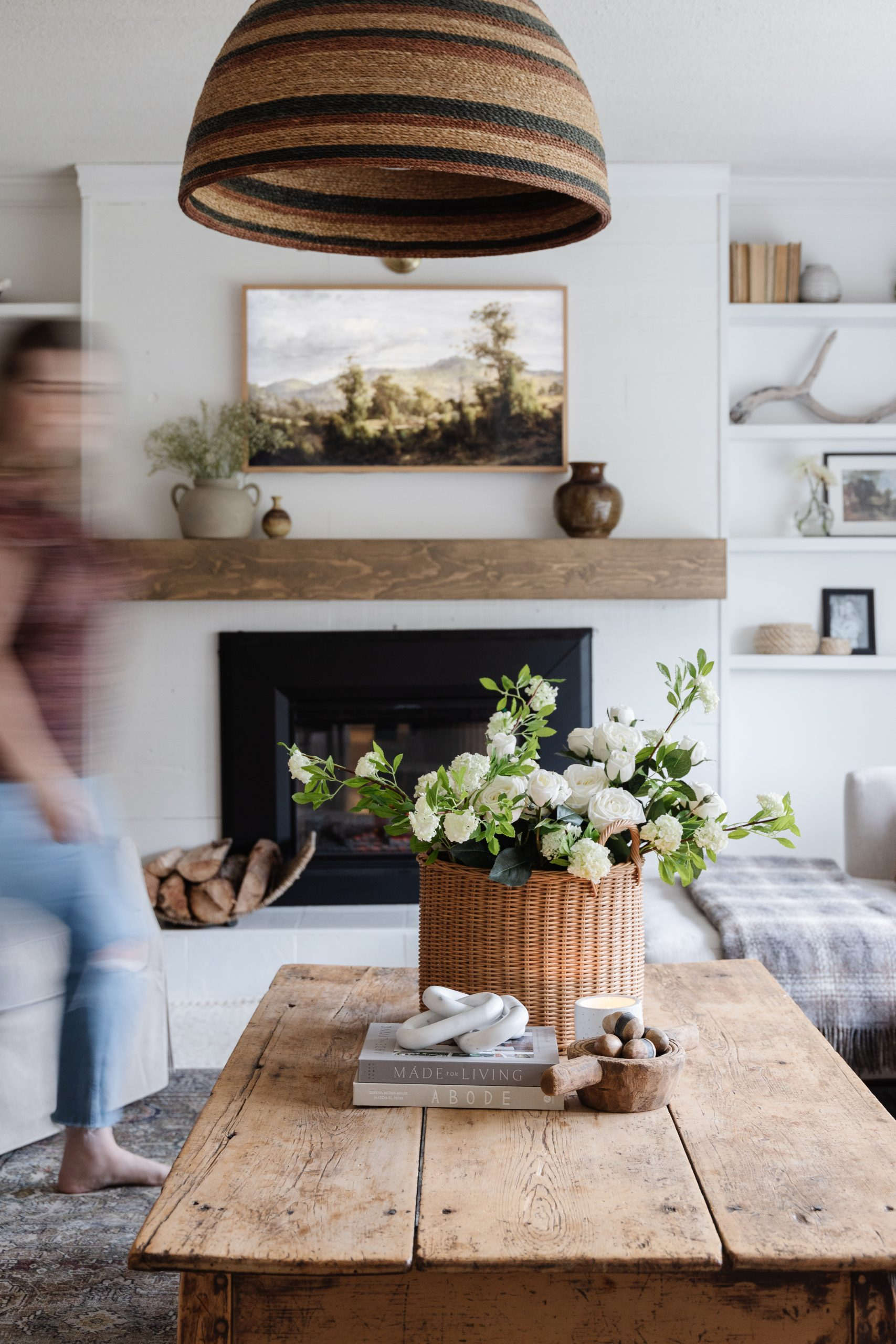 How To Style A Coffee Table. My tips to style a beautiful and warm modern coffee table with different textures and heights.