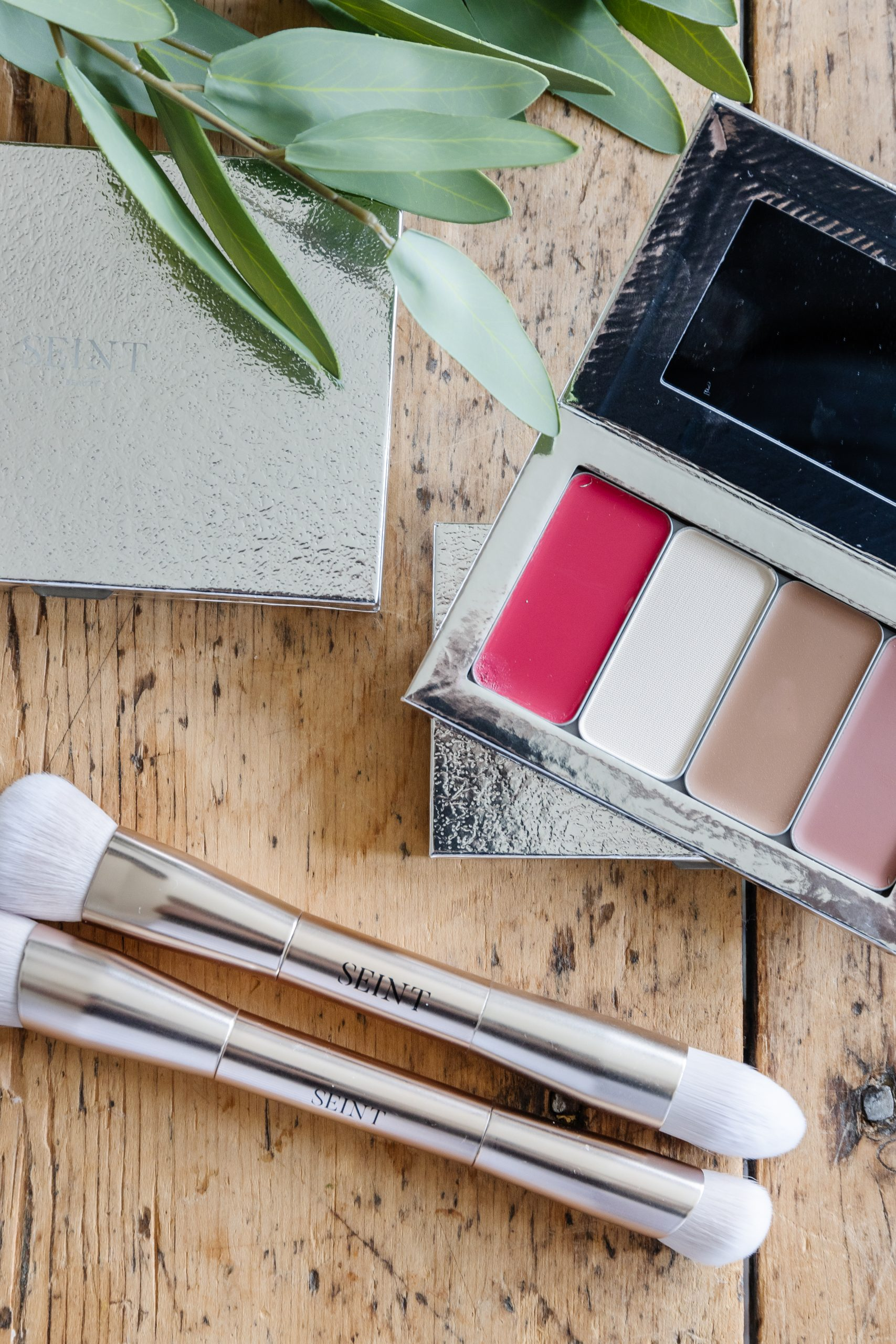 Seint Makeup by Jessica Sara Morris. Toxic Free Makeup that is formulated for all skin tones and textures. Get Colour Matched Today!