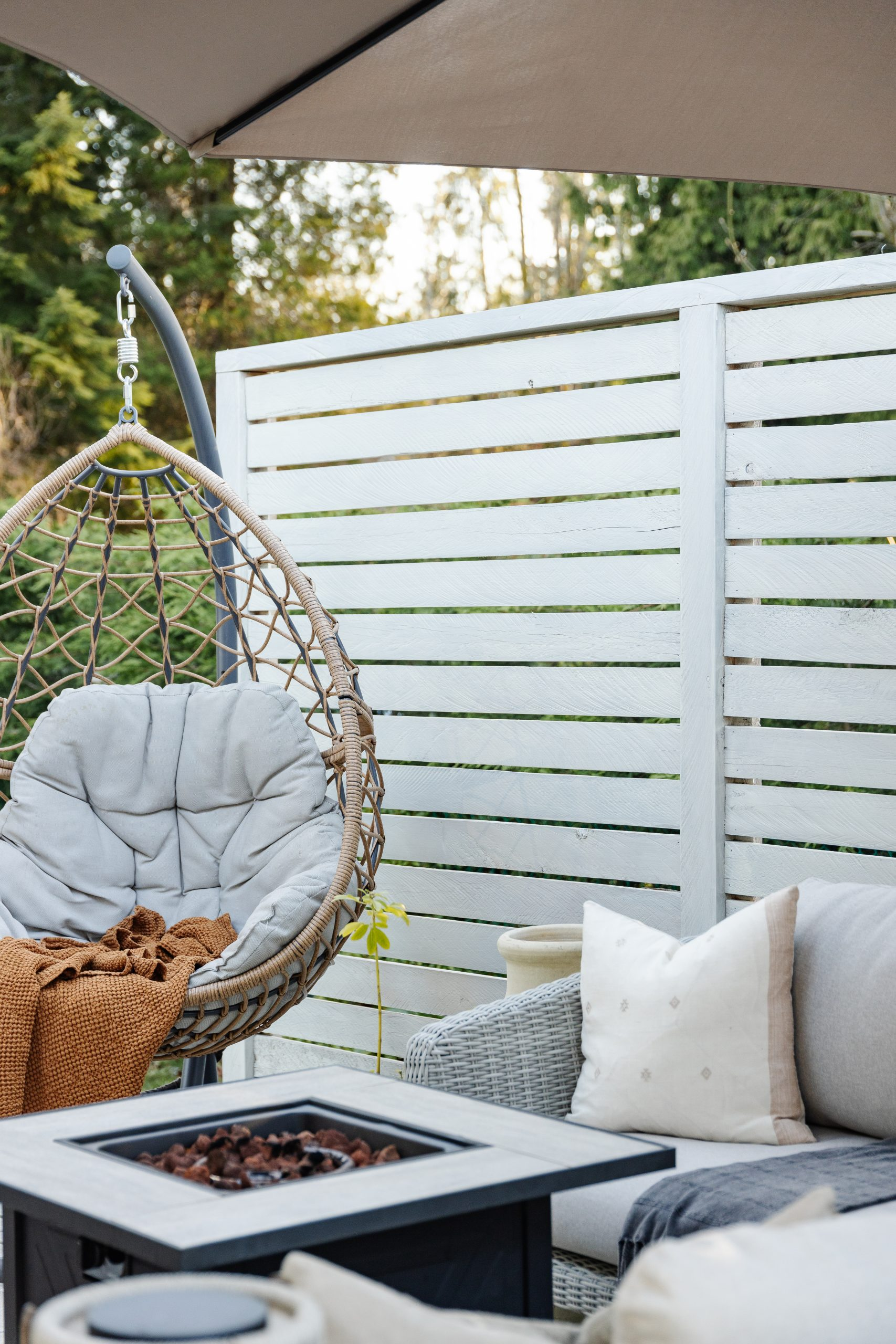 Coastal Deck Makeover. How we transformed our 1970's ugly brown deck in our tropical oasis. How to renovate your deck on a budget.